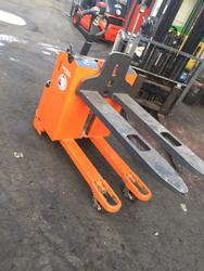 Still double lift pallet truck - Lot 25 (Auction 4692)