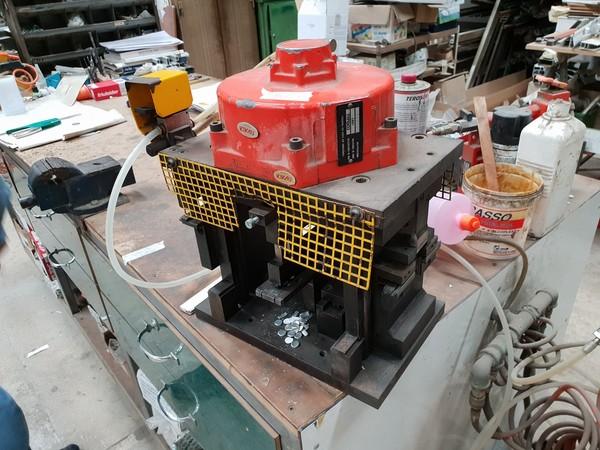 5#4744 Punzonatrici Comall e compressore Abac
