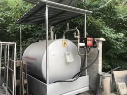 Distributore e cisterna per carburante