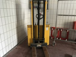 Electric pallet truck and ladder - Lot 6 (Auction 4765)
