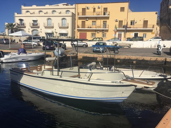 1#4796 Barca a motore Fisherman open con consolle centrale