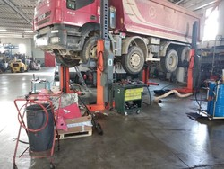Finkbeiner heavy vehicle lifting columns - Lot 7 (Auction 4797)