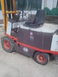 Linde and Om forklifts and Scm drilling machine - Lot 0 (Auction 4805)