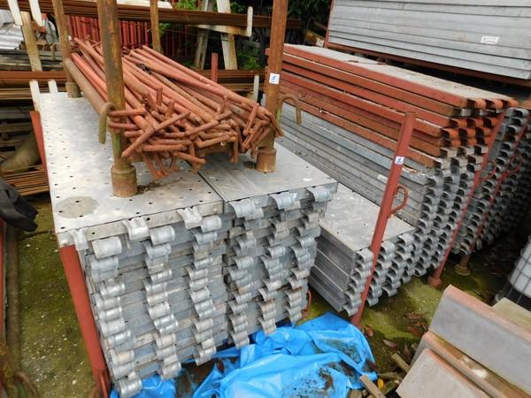 1#4807 Elementi per ponteggio Pilosio e attrezzature edilizia