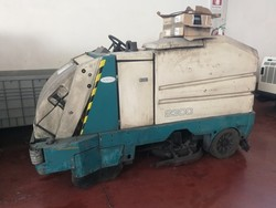 Tennant 8300 combined sweeper floor cleaner - Lot 5 (Auction 4821)