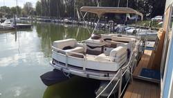 Sun Tracker Party Barge 21 Pontoon - Lot 0 (Auction 4826)