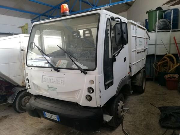 4#4842 Autocarro Bucher BU1002