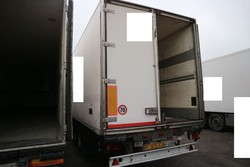Semitrailer with Royal Plastic isothermal container - Lot 2 (Auction 4847)