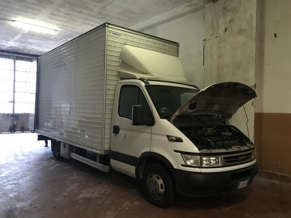 14#4865 Autocarro Iveco Daily furgonato