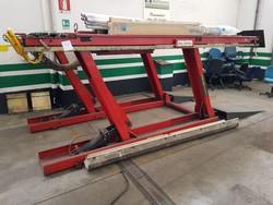 Piattaforma di sollevamento Corghi e attrezzature meccaniche