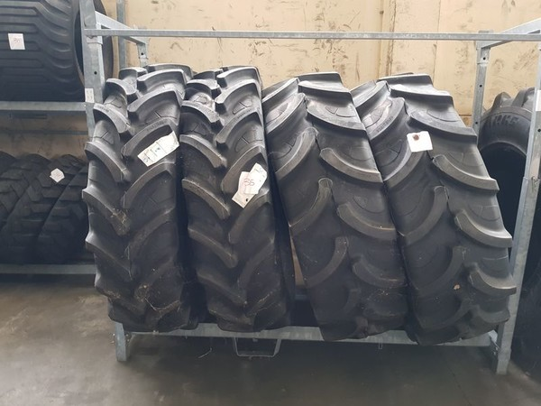 8#4898 Pneumatici per trasporti agricoli