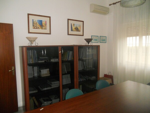 2#4977 Arredi per ufficio in vendita - foto 2