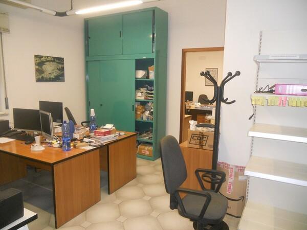 3#4977 Arredi e attrezzature per ufficio in vendita - foto 3
