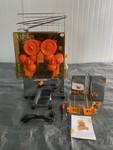 Spremiagrumi automatico con vasche in acciaio inox  Freutek - Lotto 10 (Asta 4978)