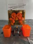 Spremiagrumi automatico con vasche in plastica Freutek - Lotto 28 (Asta 4978)