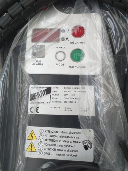 56#4979 Carica batteria Zivan