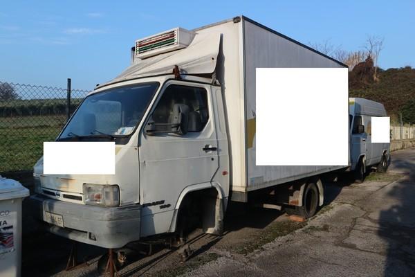 2#5054 Autocarro furgonato Nissan