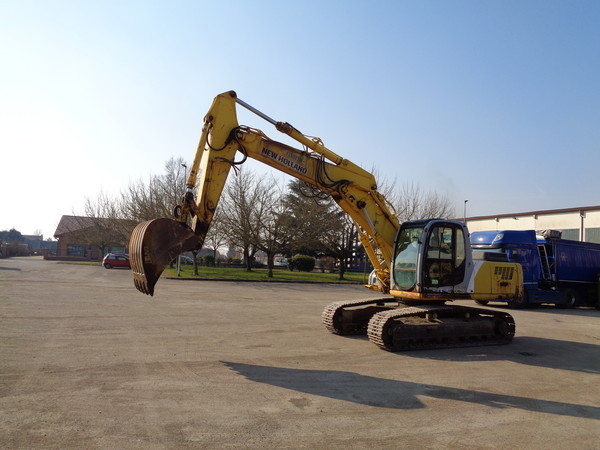 Immagine n. 4 - 25#5085 Escavatore cingolato New Holland