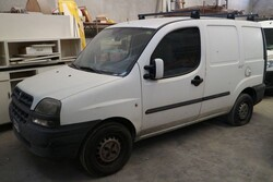 Fiat Doblò  truck and Fiat Punto car - Auction 5123