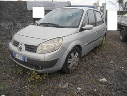 Autocarro Renault Scenic e arredamento ufficio - Lotto 0 (Asta 5131)