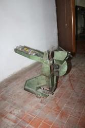 Pneumatic eyeletting machine - Lot 28 (Auction 5145)