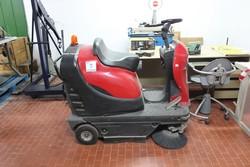 LION 1100 ride on motor sweeper - Lote 9 (Subasta 5145)