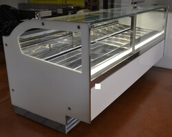 Showcases machines and equipment for ice cream parlors and restaurants - Lot 0 (Auction 5156)