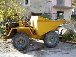 Laltesi crawler excavator and Bertoja semitrailer - Lot 0 (Auction 5164)