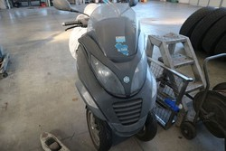 Piaggio MP3 motorcycle - Lot 26 (Auction 5175)