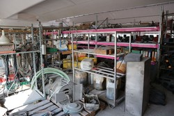 Metal shelving and recycled materials - Lote 89 (Subasta 5175)