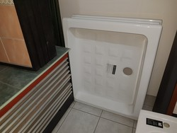 Shower box and tub - Lot 6 (Auction 5182)