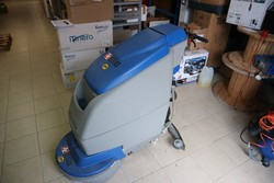 Floor washing machine - Lot 37 (Auction 5203)