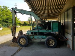 Green excavator with bucket - Lot 4 (Auction 5220)
