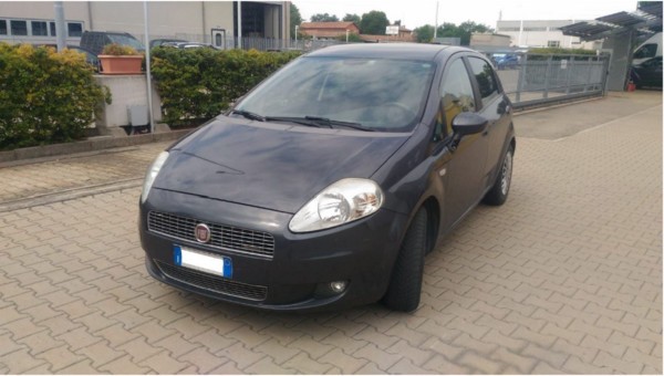 10#5301 Autocarro Fiat Punto