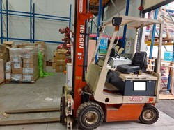 Nissan forklift truck and hand pallet truck - Lot 2 (Auction 5319)