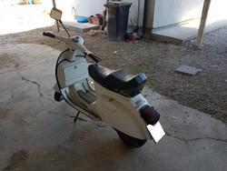 Piaggio Vespa 125 motorcycle - Lot 13 (Auction 5322)