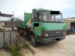 Iveco truck with crane - Lot 6 (Auction 5326)