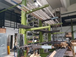 Secco Sistemi stainless steel profiles and Comall pantograph - Lot 0 (Auction 5372)