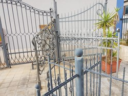 Wrought iron gates and staves - Lot 20 (Auction 5372)