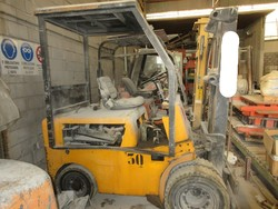 OM 25 forklift - Lot 23 (Auction 5374)
