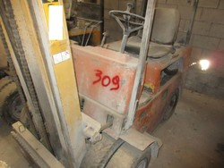OM 26 forklift - Lot 24 (Auction 5374)