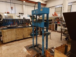 Ravaglioli manual press and Femi grinder - Lote 17 (Subasta 5389)