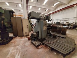 CMT universal milling machine - Lot 31 (Auction 5389)