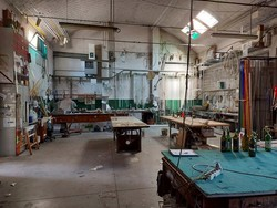 Neon and glass processing plant - Lot 2 (Auction 5393)