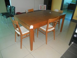 Extendable cherry table with chairs - Lot 13 (Auction 5419)