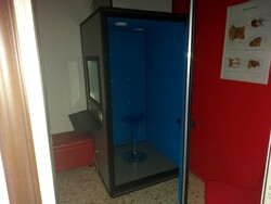 Soundproof booth and accessories for hearing aids - Lot 0 (Auction 5424)
