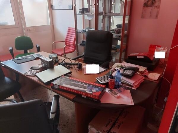 Immagine n. 1 - 1#5424 Arredi ed attrezzature da ufficio