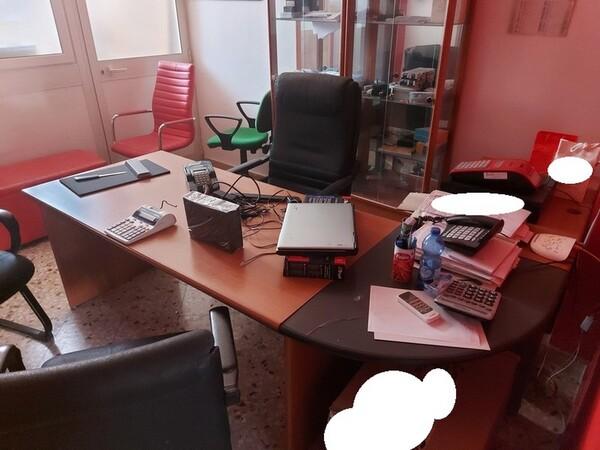 Immagine n. 2 - 1#5424 Arredi ed attrezzature da ufficio