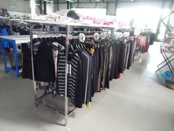 Clothing and furniture for shops - Lot 0 (Auction 5425)