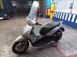 Piaggio Beverly motorcycle - Lot 2 (Auction 5447)